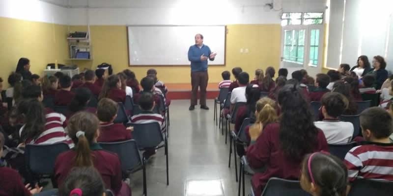 La Facultad brindó charlas sobre grooming en escuelas de la región