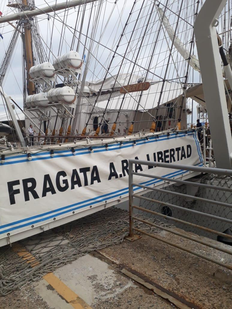 Docente de la Facultad viajó a dictar clases en la Fragata ARA Libertad
